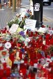Leute vereinigten sich auf Barcelona-` s Rambla nach Terrorist atack wieder Stockfoto