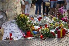 Leute vereinigten sich auf Barcelona-` s Rambla nach Terrorist atack wieder Lizenzfreie Stockfotografie