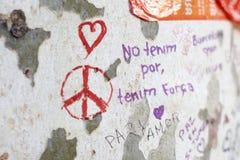 Leute vereinigten sich auf Barcelona-` s Rambla nach Terrorist atack wieder Stockfotografie