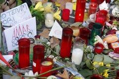 Leute vereinigten sich auf Barcelona-` s Rambla nach Terrorist atack wieder Stockfotos