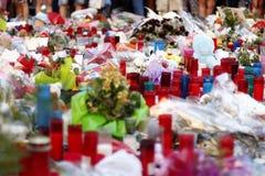 Leute vereinigten sich auf Barcelona-` s Rambla nach Terrorist atack wieder Stockbilder