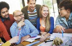 Leute-Verschiedenartigkeits-Geschäfts-Diskussions-Planungs-Konzept stockfoto