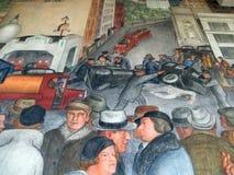 Leute verweisen und arbeiten an Zügen im Coit-Turm-Wandgemälde lizenzfreie stockfotografie