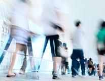Leute verwischt in der Bewegung Stockfotografie