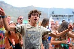 Leute vom Publikum tanzen an FLUNKEREI Festival Lizenzfreie Stockfotografie