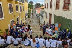 Leute während einer Schulpartei im Sao Luis auf Brasilien lizenzfreie stockbilder