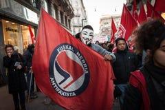 Leute während eines antifascist Marsches in Mailand, Italien Lizenzfreies Stockbild