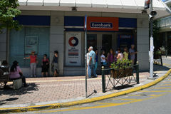Leute Warte-cashpoint Reihe Stockfoto