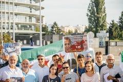 Leute, welche die syrischen Luftangriffe auf Duma kündigen Lizenzfreie Stockfotos