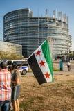 Leute, welche die syrischen Luftangriffe auf Duma kündigen Stockbilder