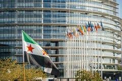 Leute, welche die syrischen Luftangriffe auf Duma kündigen Lizenzfreies Stockfoto