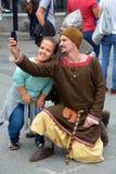 Leuteabnutzung als Mittelalter Lizenzfreie Stockfotos