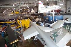Leutebesuch Grenzen des Flug-Museums Dallas stockbild