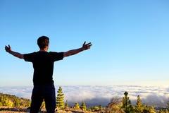 Leuteblick auf die Wolken Lizenzfreie Stockfotos
