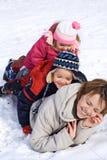 Leutehaufen im Schnee stockfoto