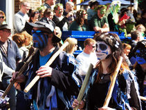 Leutemarsch im lokalen Festival Stockbild