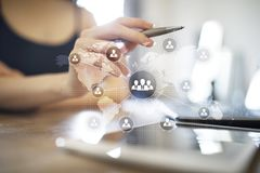 LeuteOrganisationsstruktur Stunde Personalwesen und Einstellung Kommunikation, Internet-Technologie Die goldene Taste oder Erreic stockfoto