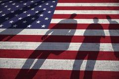 Leuteschatten Auf Gemaltem USA Flaggenboden Lizenzfreies Stockbild