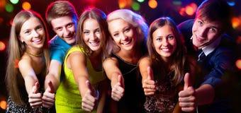 Leuteshowdaumen oben lizenzfreies stockfoto