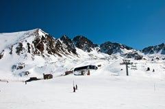 Leuteskifahren in Andorra lizenzfreie stockfotos