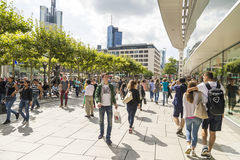 Leuteweg entlang dem Zeil in Frankfurt am Main Stockbild