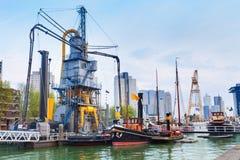 Leuvehaven under dagtidsikt i Rotterdam Fotografering för Bildbyråer