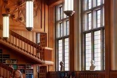 LEUVEN BELGIA, WRZESIEŃ, - 05, 2014: Rocznik drewniana sala w dziejowej bibliotece Katolicki uniwersytet w Leuven Zdjęcia Stock
