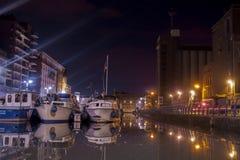 Leuven vaartkom på natten arkivbild