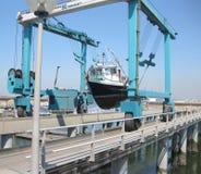Levage de bateau Image stock