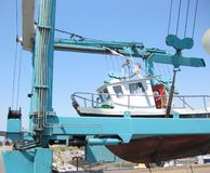 Levage de bateau Photos libres de droits