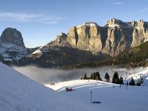 Levage de Dolomiti, de Canazei - de Pekol et nuage fantastique Photographie stock libre de droits