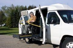 Levage de fauteuil roulant d'handicap Photos stock