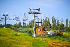 Levage de ski. Télésiège en été. Images libres de droits