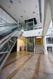 Levage, escalier et escalator Images stock