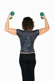 levage femelle d'instructeur de forme physique d'haltères Images libres de droits