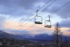 Levages de présidence vides à une pente de ski Photographie stock libre de droits