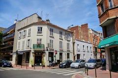 Levallois-Perret Frankrike - Juni 28, 2015: Rue Rivay och Rue Camille Royaltyfria Bilder