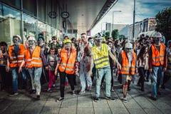 Levande döden går i Warszawa Fotografering för Bildbyråer