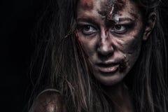 Levande dödkvinna, fasabakgrund för det halloween begreppet och bokomslag kopiera avstånd Royaltyfria Foton