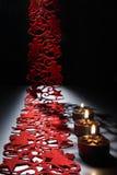 Levande ljus på en tabell dekorerade beautifully för jul royaltyfri foto