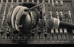 Levande och solida blandare och musikstudio Royaltyfri Fotografi