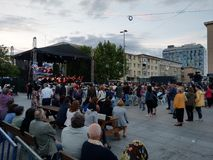 Levande operakonsert, i stadens centrum Pitesti, Rumänien - Maj 2018 royaltyfri fotografi