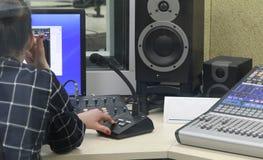 Levande radioutsändning på radiostationer Royaltyfri Bild