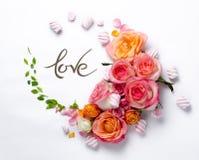 Levande rosram Härlig blom- bakgrunds… bakgrund med färgrika blommor Kortmall till ferier eller bröllop arkivfoto