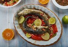 Levant a fait Grey Mullet cuire au four photo stock