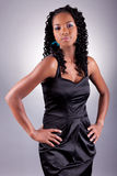 Levantamento amercian africano novo da mulher foto de stock