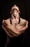 Levantamento atlético do dançarino da mulher Fotografia de Stock Royalty Free