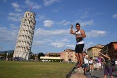 Levantamento com a torre inclinada de Pisa Fotos de Stock