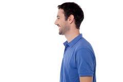 Levantamento da vista lateral do indivíduo de sorriso foto de stock