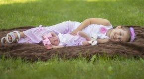 Levantamento das irmãs Imagem de Stock Royalty Free